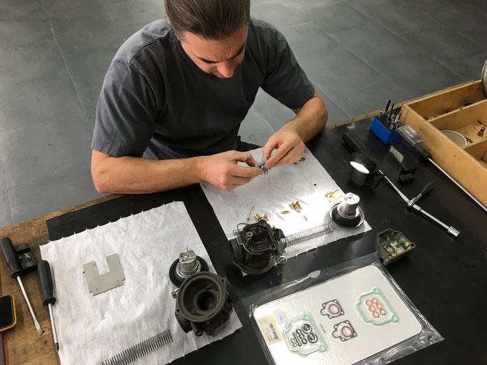 Teile werden kontrolliert und nach Bedarf ersetzt