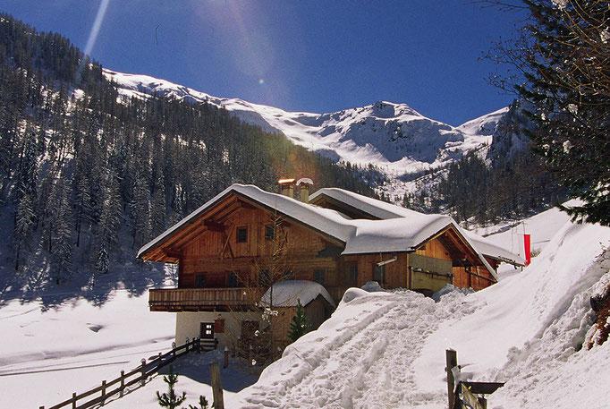 Die Marxegger Alm in der Alpinwellt Weißenbach - sehr beliebt bei Winterwanderfreunden aus Nah und Fern