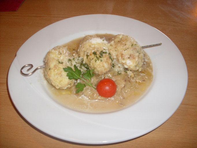 Kasknödel: Typisches Gericht auf den Südtiroler Almen - hier auf der Marxeggeralm in der Alpinwellt Weißenbach