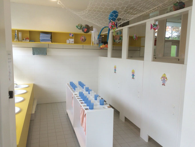 Der nette kindgerechte Waschraum im Kindergarten von Weißenbach im Ahrntal