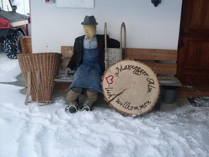 Der Strohbauer macht sichs gemütlich bei der Marxegger Alm in der Alpinwellt Weißenbach im Tauferer Ahrntal