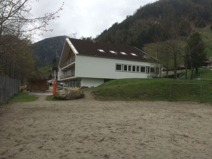 Spielplatz mit Bolzplatz beim Kindergarten in Weißenbach