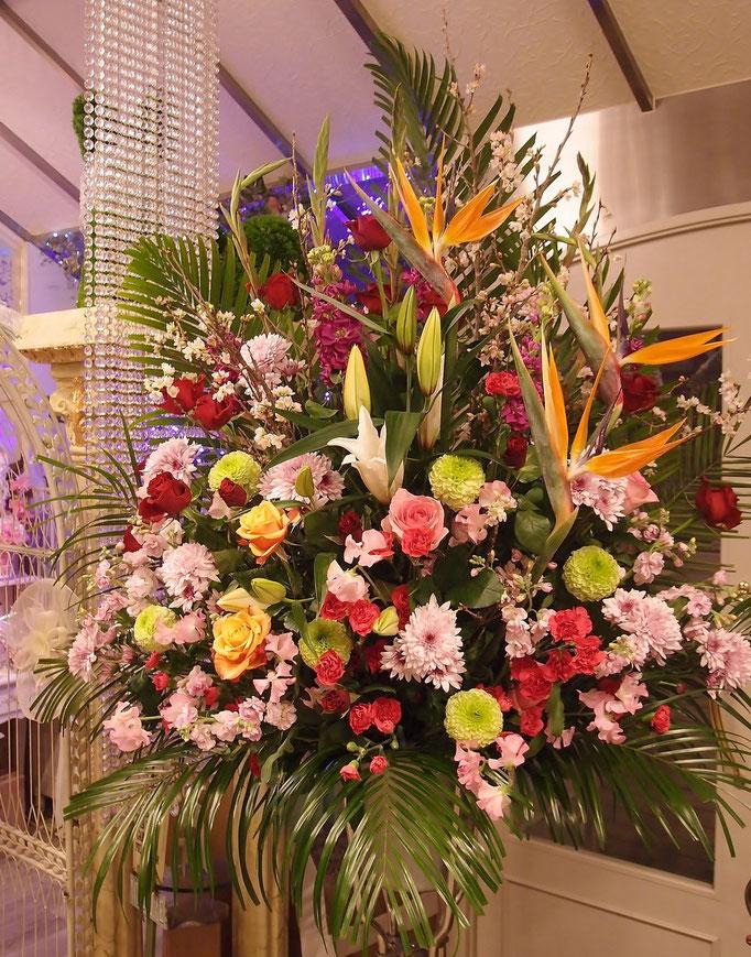 豪華な生花スタンド