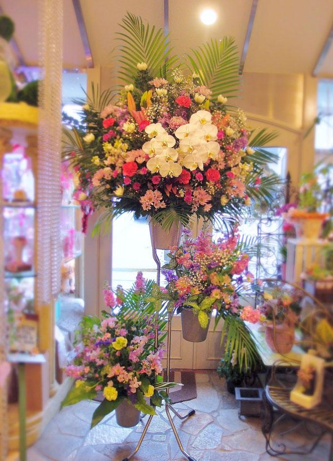 豪華な三段生花スタンド