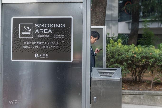 Japan ist sehr raucherfreundlich. Ich finde solche Smoke-Ecken eine tolle Sache