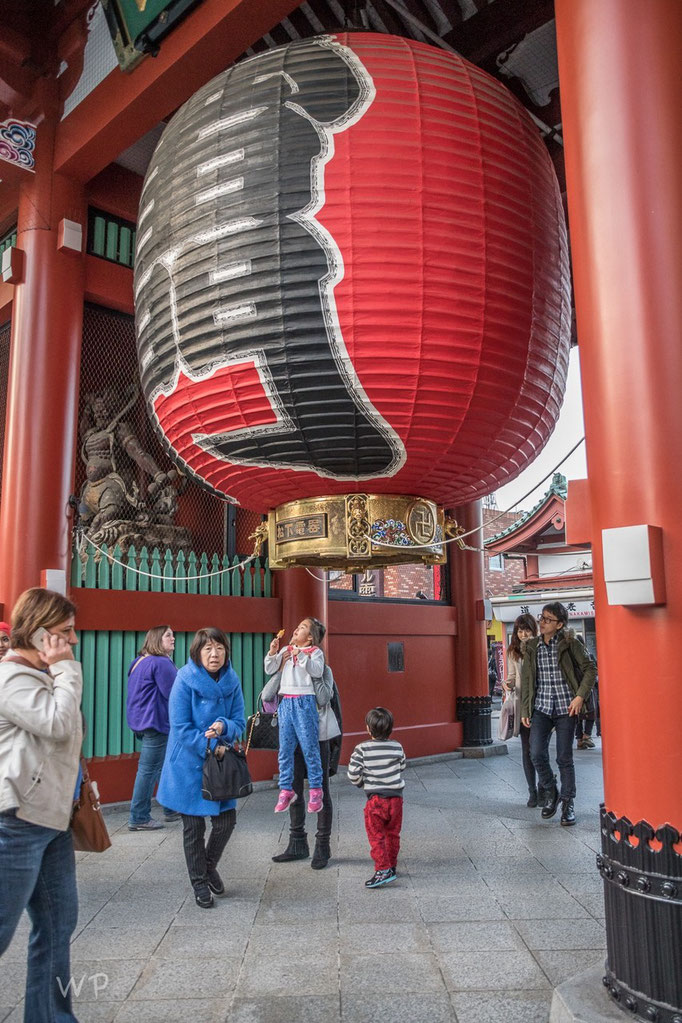 Der Eingang zum Palast. Riesige Lampions oder kleine Heissluftballons?