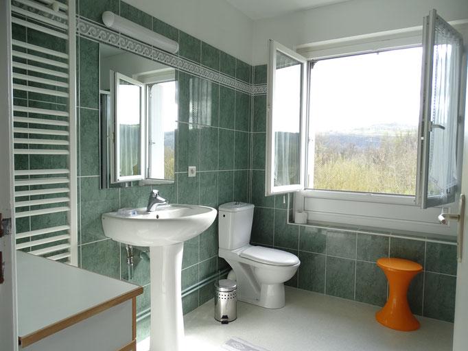 salle d'eau privative et WC pour la chambre 2 lits 90