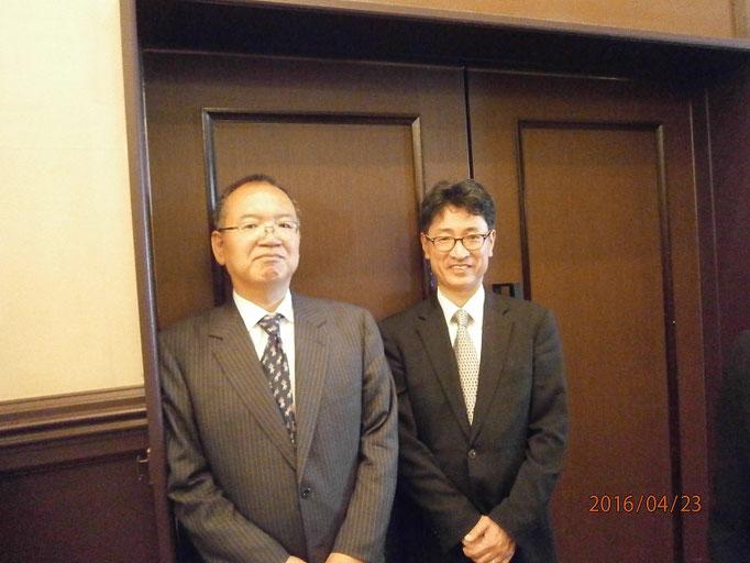 石川先生と山下同(ひとし)先生。山下先生は現役の小学校の教頭先生。窪田空穂将棋教室の事務局長さんです