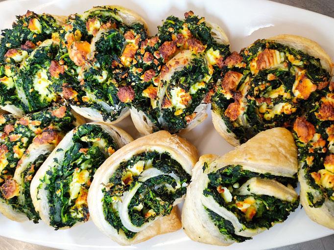 Blätterteig - Teilchen   Spinat - Feta