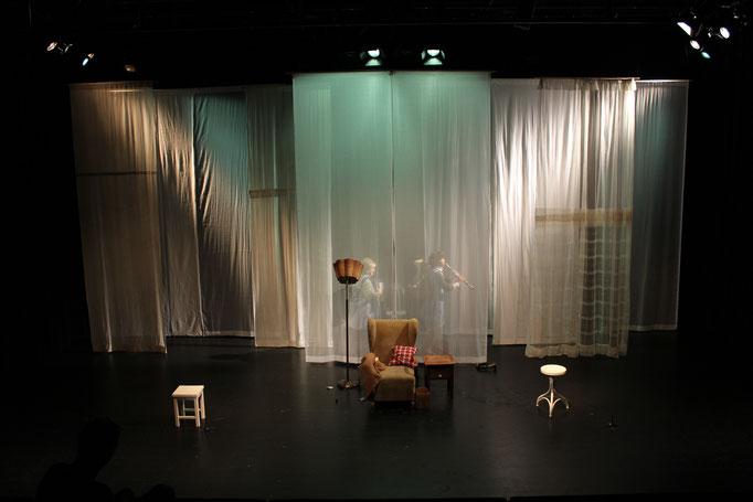 """""""Die Geschichte vom Fuchs..."""" - Theater Mummpitz - Bühnenbild Maria Pfeiffer - Foto Rudi Ott"""
