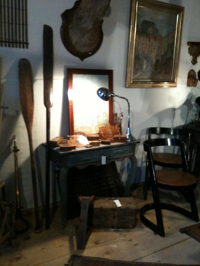 console, lampe de charlotte periand, rame, chaise xxéme