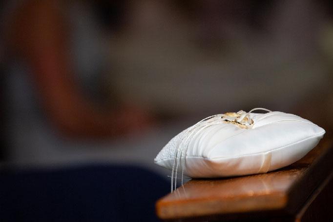 eheringe, Ringe zur Hochzeit, hochzeitsringe, Kirchenhochzeit, Hochzeit in der Kirche, Hochzeitsfotograf