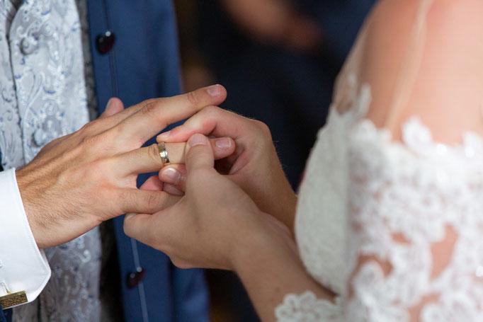 Ringtausch, Kirchlichen Hochzeit, Kirchenhochzeit, Hochzeit in der Kirche, Hochzeitsfotograf