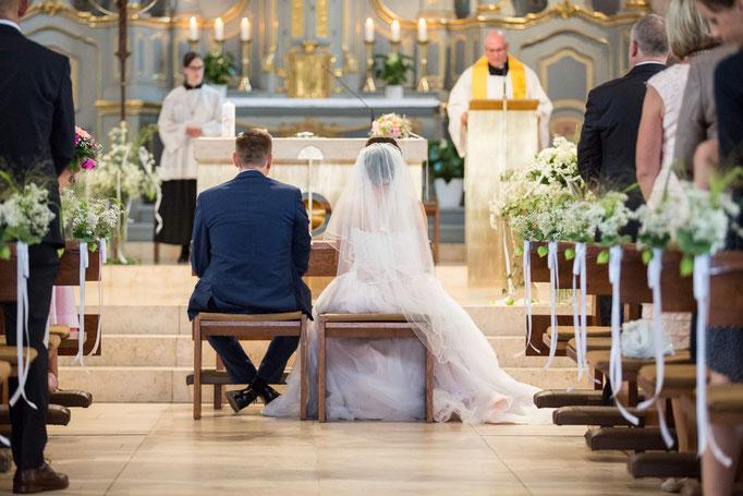 Segnung in der Kirche zur Hochzeit, Kirchliche Hochzeit, Kirchenhochzeit, Hochzeit in der Kirche, Hochzeitsfotograf