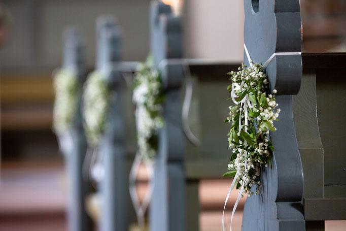 Kirchendekoration für Hochzeiten, Hochzeitsfotograf Kirchendekoration Hochzeitsbilder