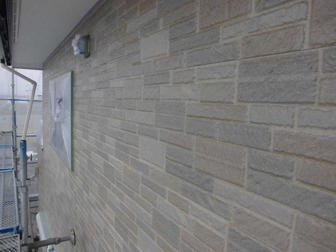 外壁/高圧洗浄、下地処理、養生、主材中塗り(1回目)、主材中塗り(2回目)