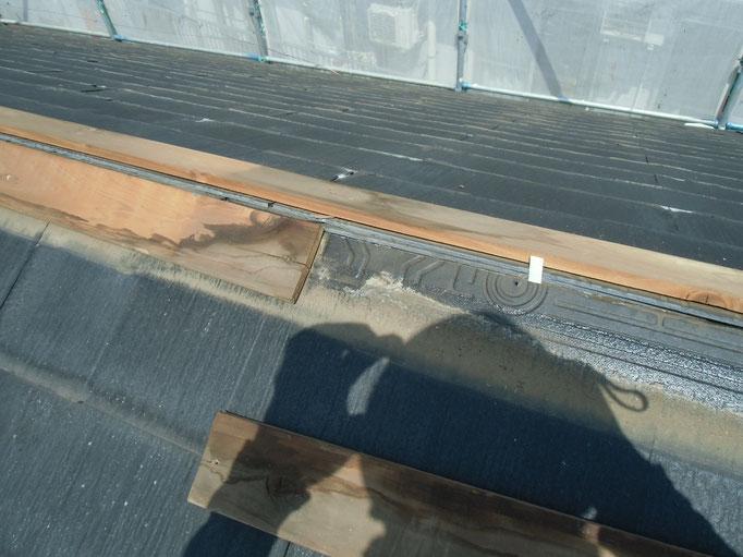 カバー工法工事/既存棟板金、貫板撤去