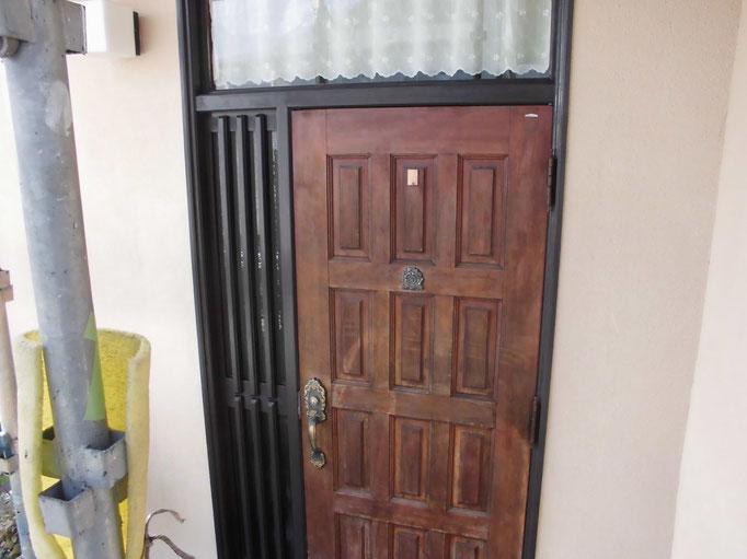 玄関ドア/高圧洗浄、下地処理、主材中塗り