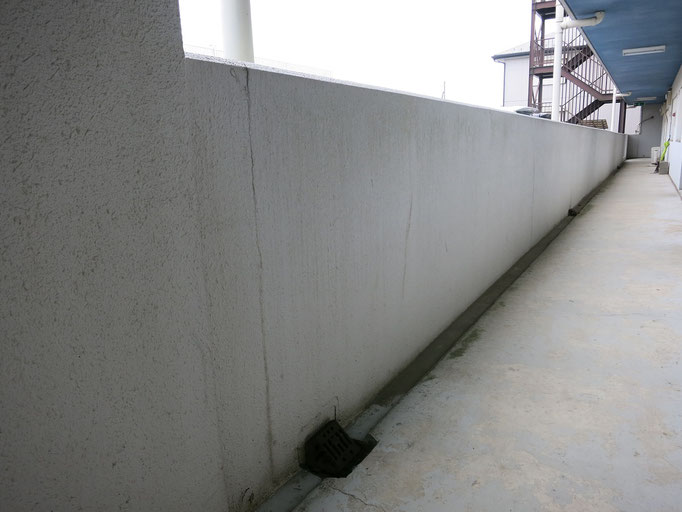 共用通路立上り壁/汚れの付着