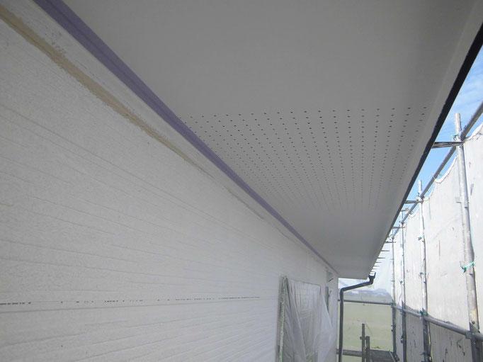 軒裏天井/高圧洗浄、下地処理、主材中塗り塗装
