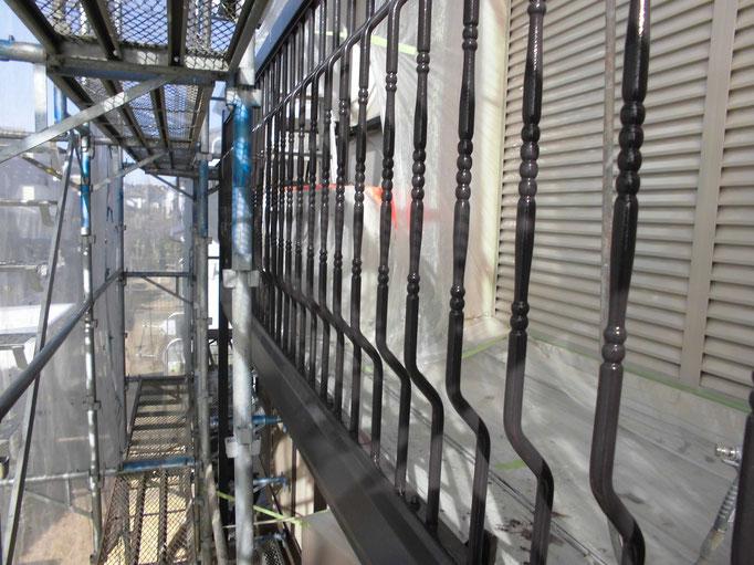 鉄骨ベランダ各支柱/高圧洗浄、ケレン、下地処理、錆止め塗装、主材中塗り