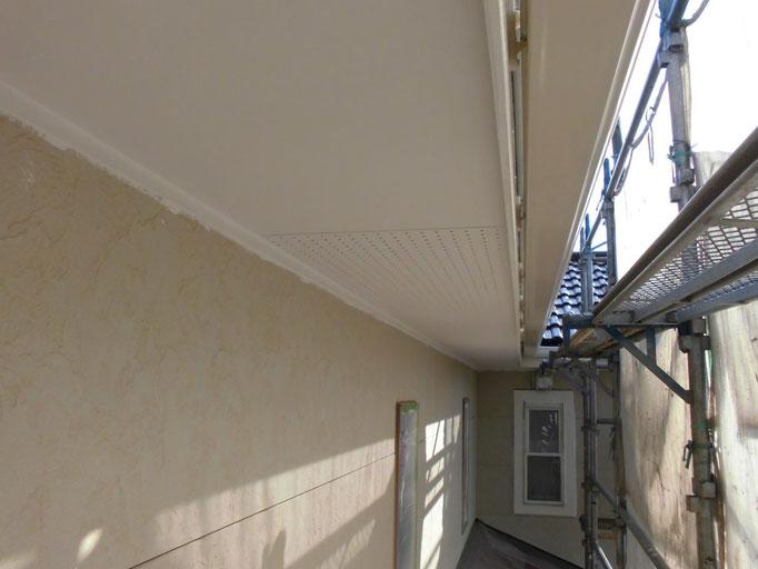 軒裏天井/高圧洗浄、下地処理、中塗り塗装