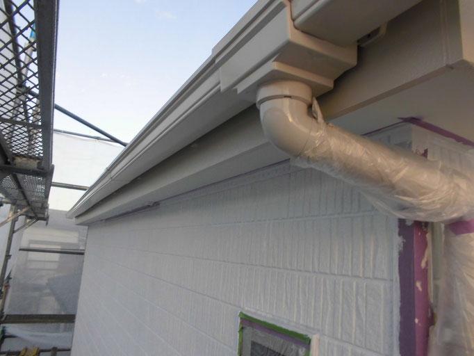 破風板、軒雨樋/主材中塗り塗装