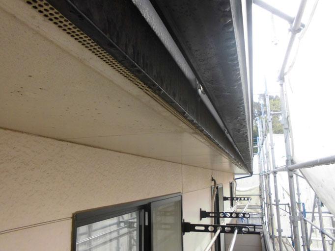 軒裏天井・軒雨樋 / くすみや汚れの付着
