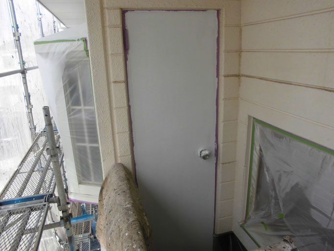 勝手口ドア/高圧洗浄、下地処理、錆止め