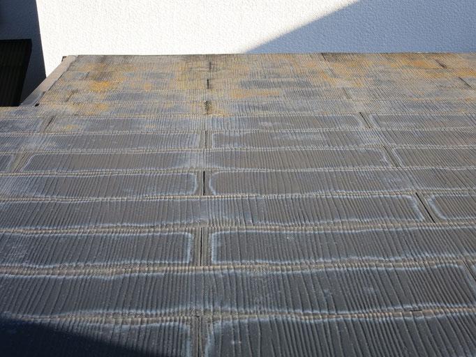 屋根(コロニアル)色褪せ、退色、コケ等の付着
