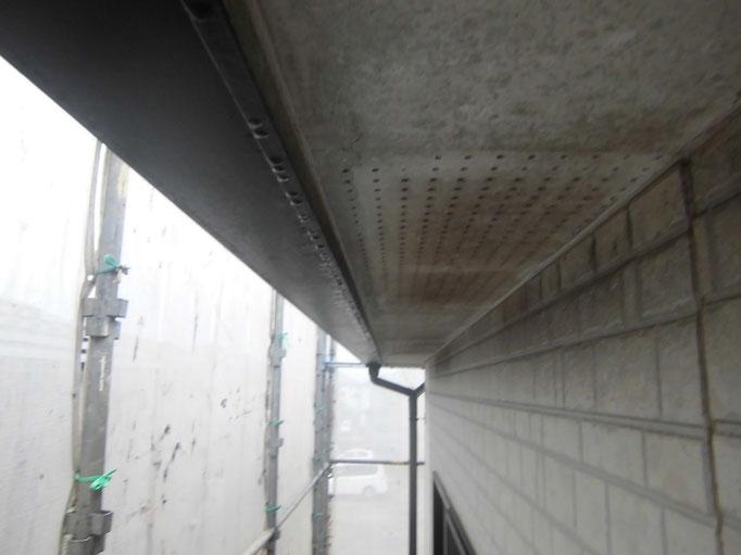 軒裏天井/汚れの付着、くすみ