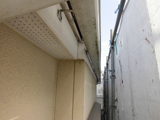 軒雨樋、破風板/汚れの付着、退色