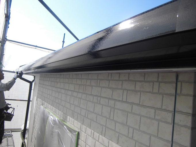 軒雨樋/下地処理、主材中塗り塗装