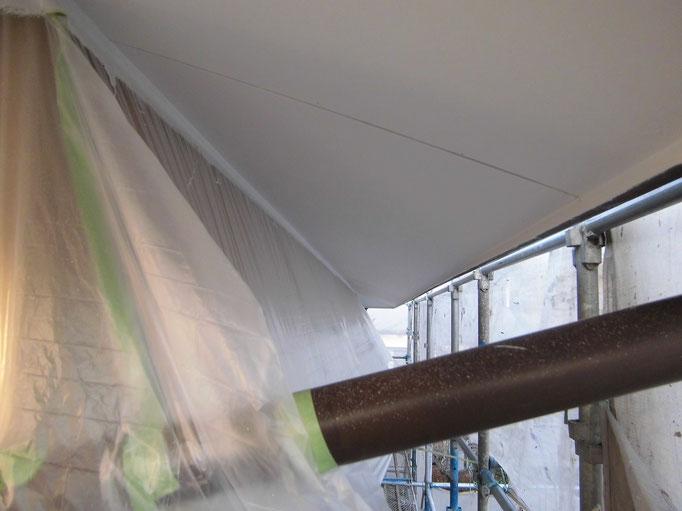 軒裏天井/高圧洗浄、下地処理、外壁養生、主材中塗り