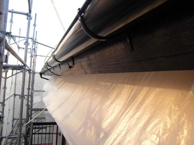 軒雨樋/高圧洗浄、下地処理、外壁養生、主材中塗り