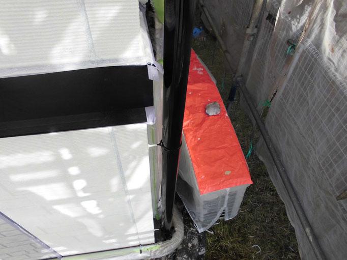 竪雨樋/下地処理、主材中塗り塗装