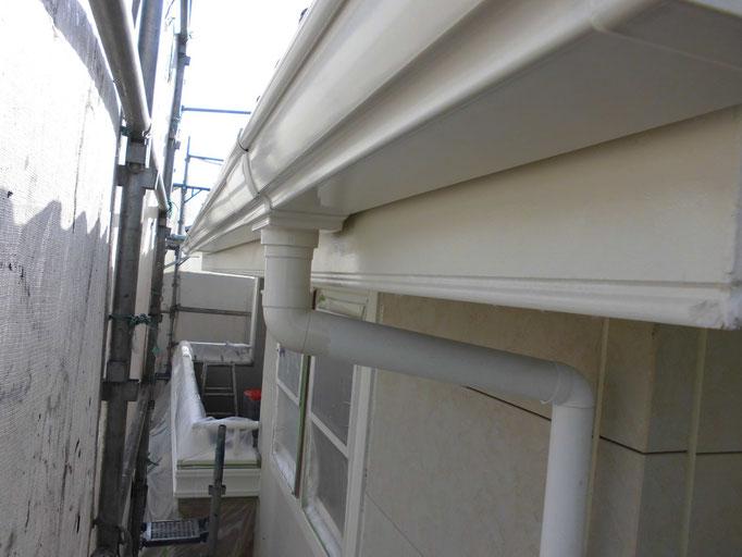 破風板、軒雨樋/高圧洗浄、下地処理、中塗り塗装