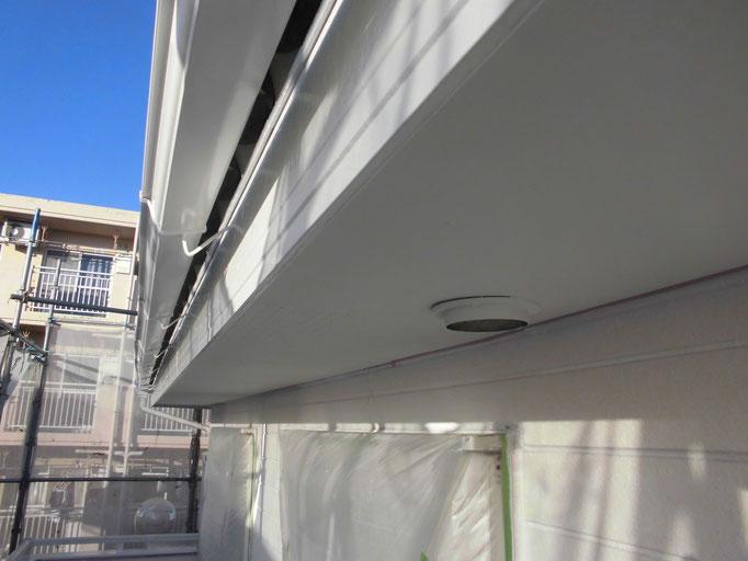 軒樋・破風板/高圧洗浄、下地処理、主材中塗り