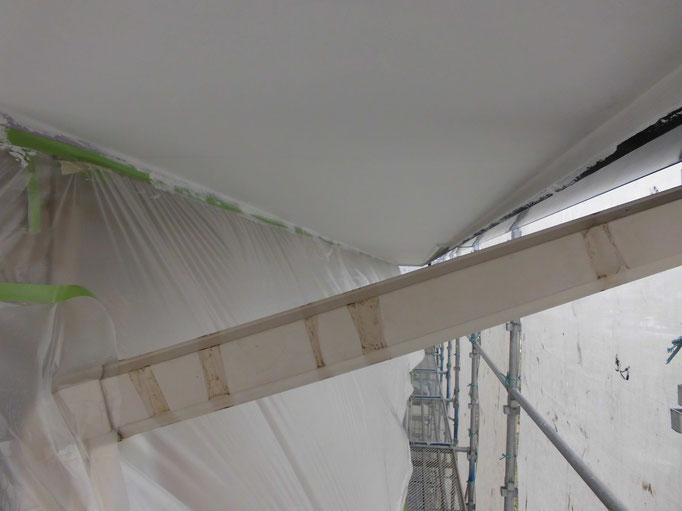 軒裏天井/下地処理、主材中塗り塗装