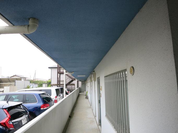 共用通路軒裏天井、外壁/退色、チョーキング