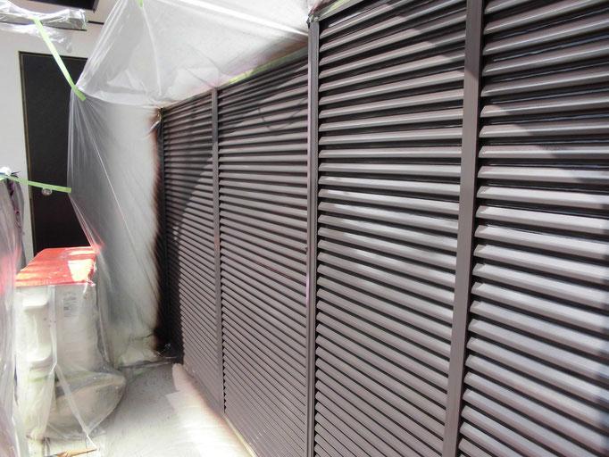 雨戸/高圧洗浄、ケレン、下地処理、中塗り塗装