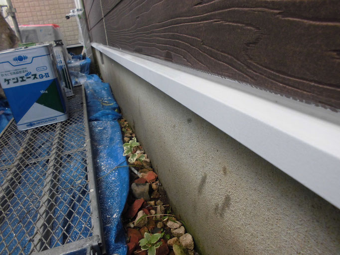 水切り鉄板/高圧洗浄、ケレン、下地処理、錆止め塗装、主材中塗り塗装