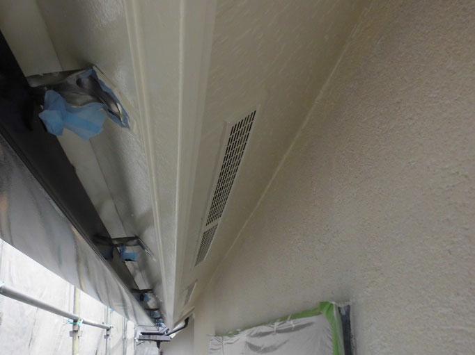 軒裏天井/高圧洗浄、下地処理、下塗り、主材中塗り塗装
