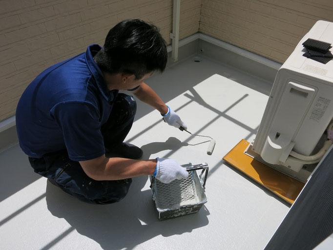 作業中/主材(トップコート)上塗り塗装