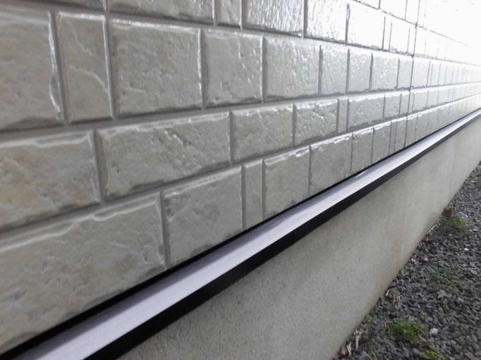 水切り鉄板/下地処理、錆止め、主材中塗り塗装