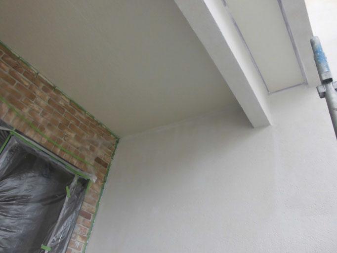 玄関軒天/高圧洗浄、下地処理、下塗り、主材中塗り塗装