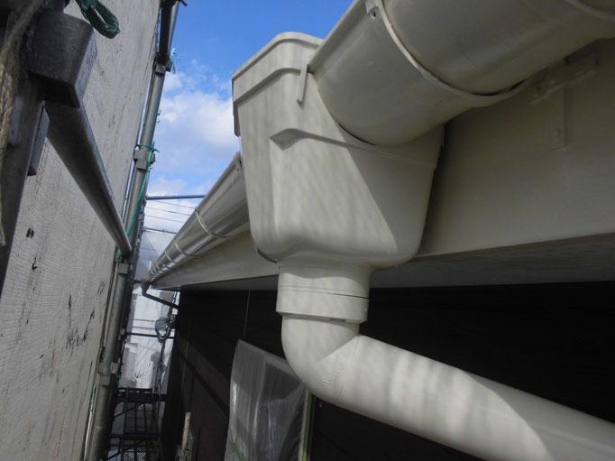 軒雨樋/高圧洗浄、下地処理、主材中塗り塗装