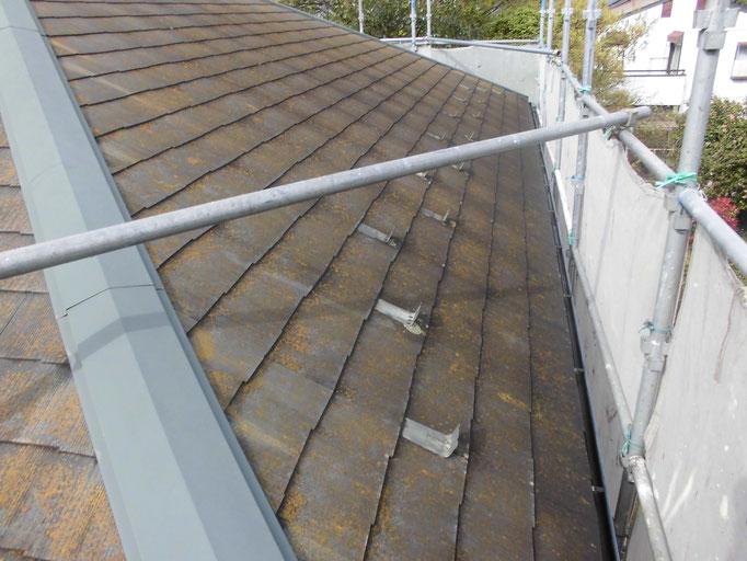 屋根(コロニアル)/ 退色・コケや汚れの付着