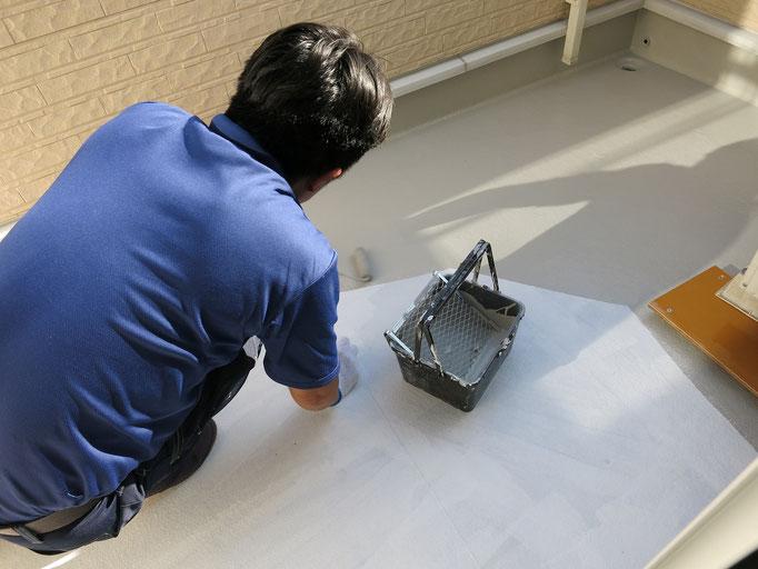 作業中/主材(トップコート)中塗り塗装