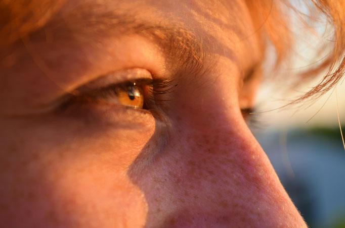 Augen-Close-Up, entstanden bei einem Fotoshooting bei Sonnenuntergang nahe Koblenz © Dorothee Hoppe, theelightphotography